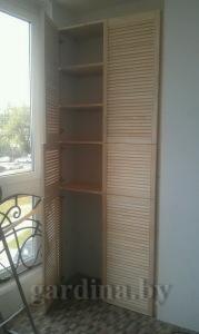 неокрашенный шкаф с дверками жалюзи