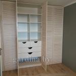 шкаф с распашными жалюзийными дверями